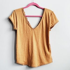 We the Free • V-neck Rolled Hem Top sz Small